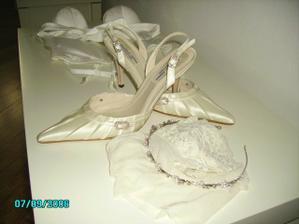 botičky od Benjamin Adams, čelenka Claire´s, podvazkové silonky z Beaties