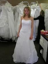1.šaty, které mi celkem padly, čekaly jsme ale,že najdeme lepší