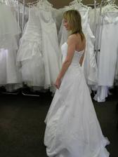 1.šaty pohled ze strany