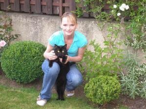 póza na Strahově s kočičím miláčkem..