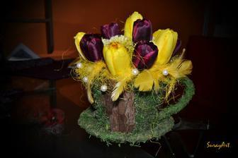 Šálka plná tulipánov