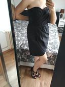 Malé čierne šaty, 44