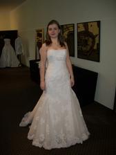 Dnes s kamarádkou na šaty značky Pronovias, samé krásné :-) ...