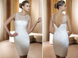 popůlnoční šaty na modelce