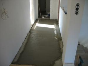 Tak ještě to zatvrdne a poslední podlaha se dodělá a vrch bude hotov, no teda ještě ložnice a obývák plovoučku.