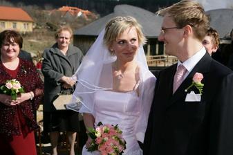 ...nevěsta po krátké dramatické chvilce také řekla ANO