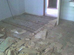 predtym - toto bolo pod starou podlahou