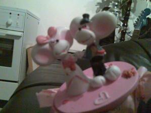 napadlo mě, že by to mohlo posloužit na snubáky, myšičky jsou hezounký:-)