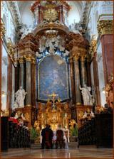 oltář v kostele sv. Ignace na Karlově náměstí