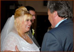 tatínek ženicha gratuluje snaše :o)