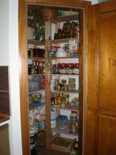 zabydlená komora v kuchyni