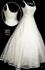 všechny tyhle šatičky najdete na internetu - svatební šaty Havlovice - mohu jen doporučit