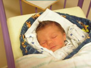 A tady jsou našemu Honzíkovi 3.dny :-) Narodil se 3.12.08