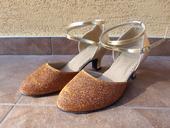 nenosené zlatohnedé trblietavé tanečné topánky, 34