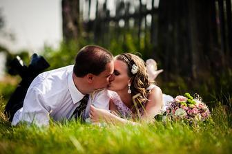 ...konečně, půl roku po svatbě jsme se dokopali nechat si vyvolat fotky a také vyrobit fotoplátna...