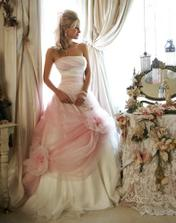 nádherné šaty, budu mít tyk růžové...