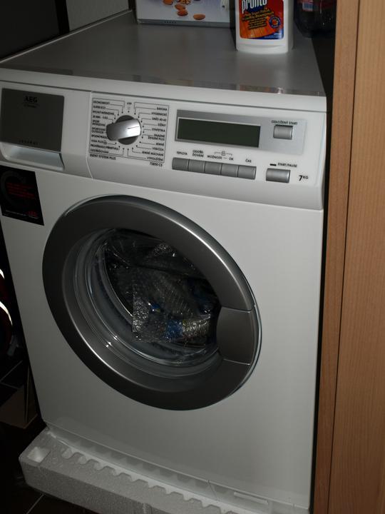 Náš domeček - hotovo za 3týdny i s kuchyní :-) - naše nová pomocnice, dáreček od rodičů :-)