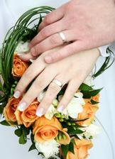 A v reálu na svatbě... prstýnek kapku zařezaný, v 6.měsíci už mi otékalo skoro všechno :-)