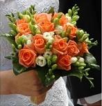 chtěla jsem oranžové růže a bílé frézie