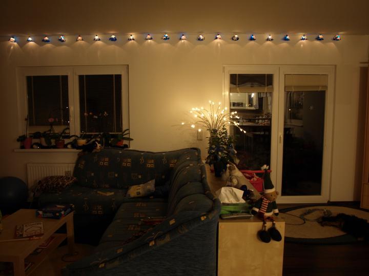 Bydlíme - fotek z vánoc včetně výzdoby domečku bylo plno, ale bohužel se s koncem roku rozloučil s námi i starý PC a většina dat je v pytli..:-(
