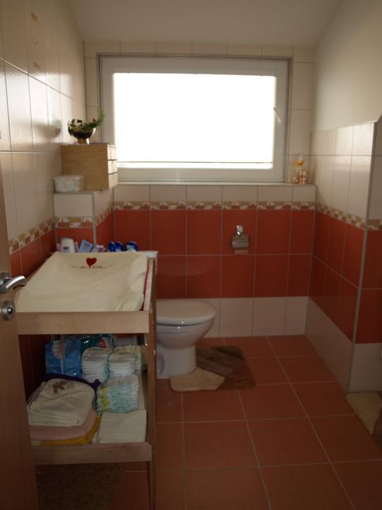 Bydlíme - v horní koupelně jsme vybrali obklady Samba