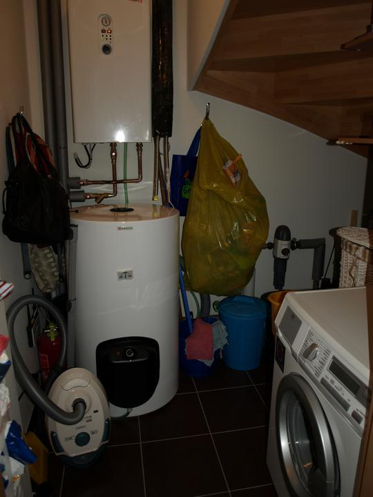 Bydlíme - Technická místnost - nezdá se, ale vejde se tu toho spousty! je ale nutno nechat si prostor až pod schody ;-)