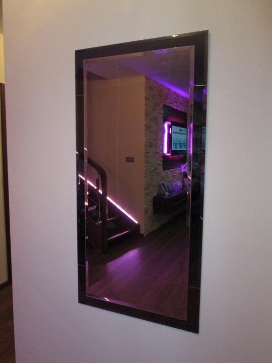 Bývameeee :-D - zrkadlo vo vchode...