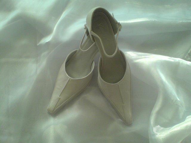 Náš svadobný deň - Svadobné topánočky ;-) nízke a pohodlné, presne ako som chcela.