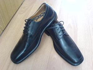 Ženíchove svadobné topánky