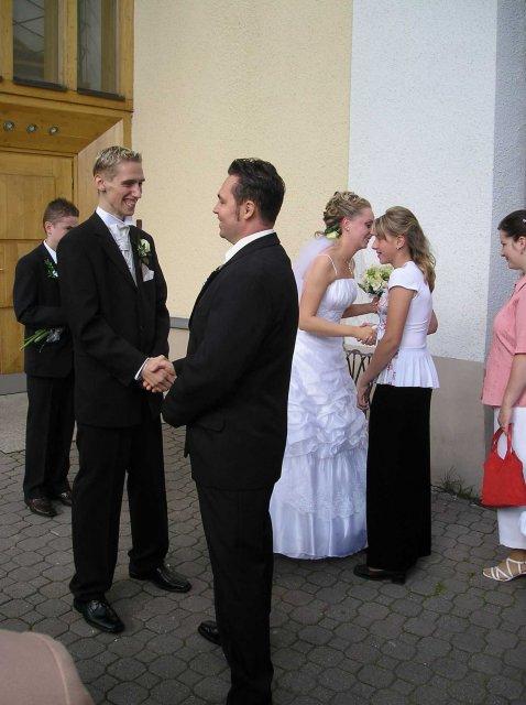 Natália{{_AND_}}Joe Štrbákovci - Gratulácie pred kostolom ...