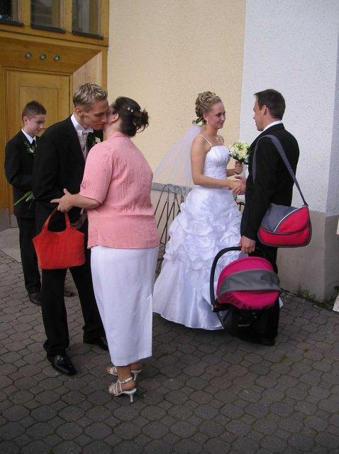 Natália{{_AND_}}Joe Štrbákovci - ... priamo z kostola budu fotky buduci tyzden