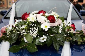 Naše květinka na autě