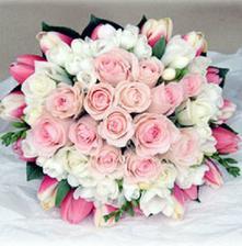 také se mi líbí, hlavně žádný celofán a jiné cetky kolem, jen květiny bez přízdob..