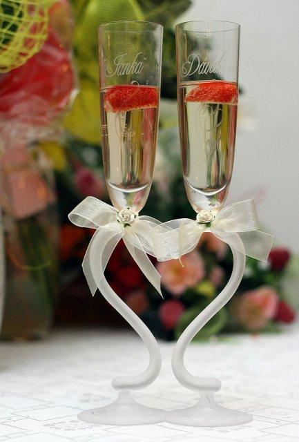 Ako to naozaj bolo.... - naše...objednané cez net, už aj s menami a dátumom svadby /mašličky patrili k pohárom/