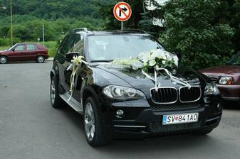 naše svadobné auto, hlavne, že sme mali doma aj ŠPZ mladomanželia, ale akosi sa na to zabudlo/