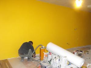 """fotka skresľuje farbu.....je to skôr taká """"horčicová """" farba a nie až taká žltá"""