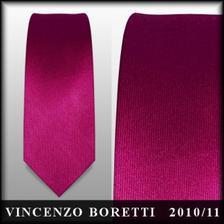 Tak nakonec ke kupenému obleku musí být i slim kravata, takže buď tato...