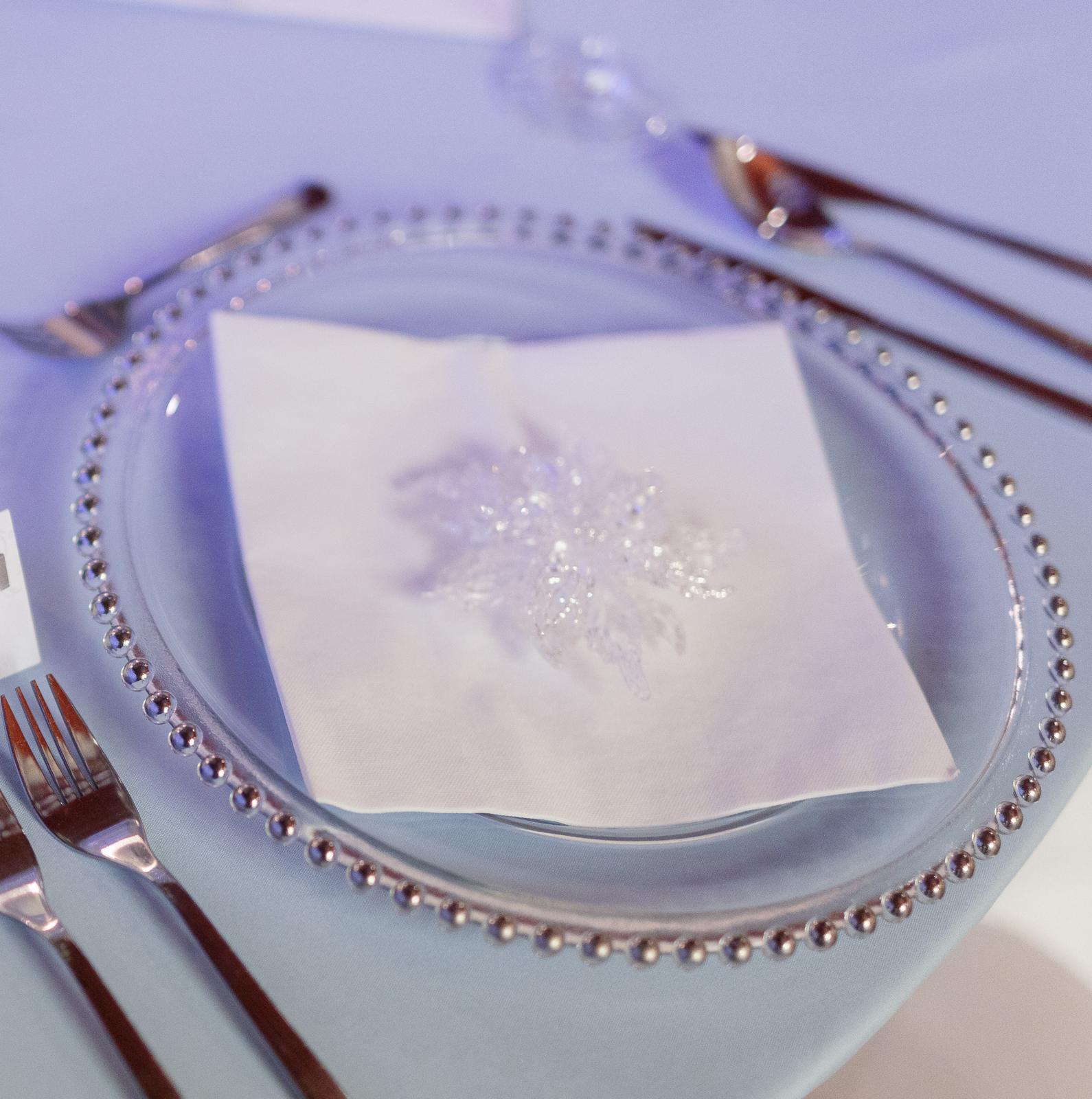 klubové taniere so striebornými perličkami - Obrázok č. 1