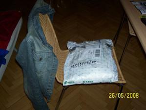 v takovém balíčku přišly šaty