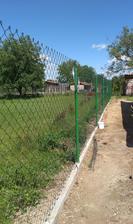 10.5.14 náš nový plot...nie je krajšieho v dedine : ))