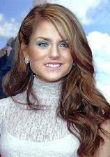 Naopak kulatý obličej krásně vynikne v rozpuštěných vlasech