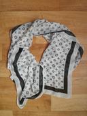 Bílo-černý šátek, S