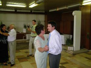 Manžel so svojou mamkou