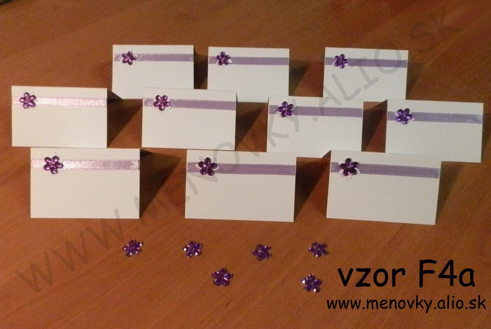 menovky na stol s farebnymi stuzkami - Obrázok č. 4