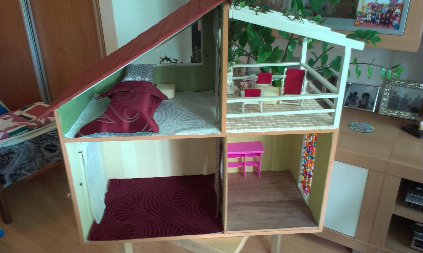 Ďalšia prestavba :) - Tak, a obývačku a kuchyňu si môže zariadiť nová majiteľka sama. Psa sme dodali spolu s domom :).