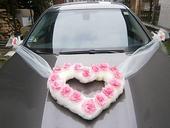Ružovo - krémová výzdoba svadobného auta,