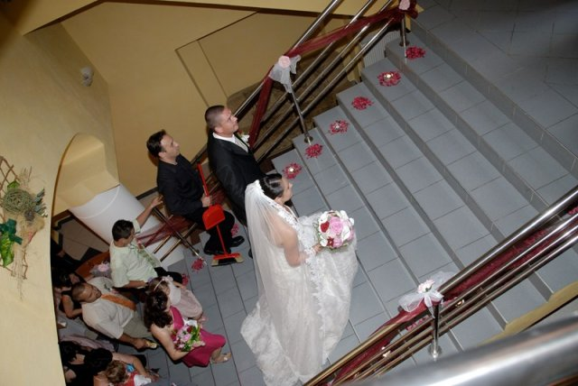 Tina a Peco - výzdoba na schodoch