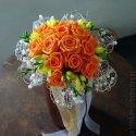 taky krásná, jen opět z modrých růží:-)