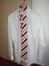 ...a miláček už má kravatu :-)