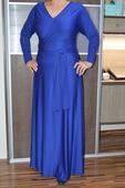 modré šaty, L